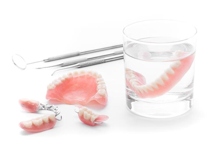 入れ歯のバリエーションは増加